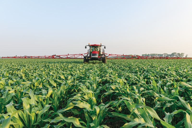 Case IH Patriot series sprayers bring together all of the factors necessary to protect your crops from all types of pests.