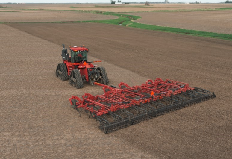 Enhanced features on the new Tiger-Mate 255 field cultivator promote maximum yield potential by creating a high-efficiency seedbed.